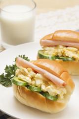ロールパンの玉子サンド