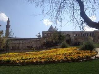 camii ve bahçe peyzajı