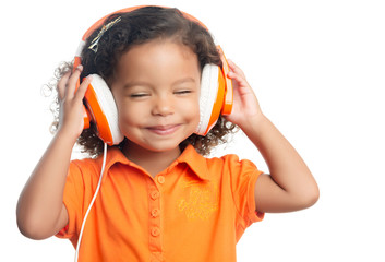 Lttle girl with an afro hairstyle listening music on headphones