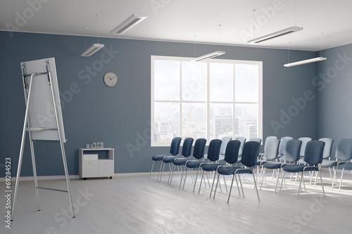Leerer Seminarraum mit Stühlen - 69284523
