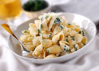 pasta conchiglie con ricotta e spinaci