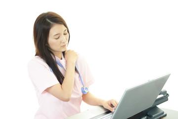 肩痛を訴える看護士