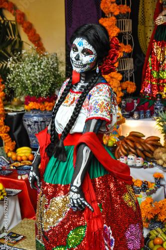 Fotobehang Mexico Woman disguised for Dia de los Muertos, Puebla, Mexico
