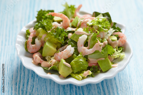 Aluminium Salade Salad with shrimp and avocado