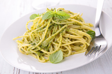 spaghetti and pesto sauce
