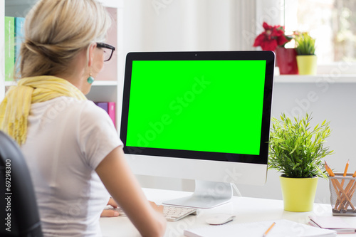 Blank computer display for your own presentation or image - 69298300