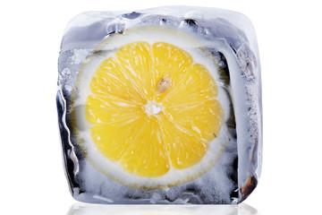 Zitrone im Eis