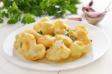 Cauliflower baked with egg and herbs