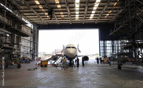Fotobehang Vliegtuig Airplane in hangar