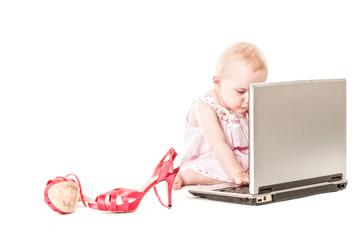 mädchen mit laptop