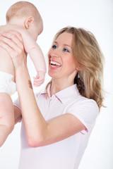 junge mutter mit baby