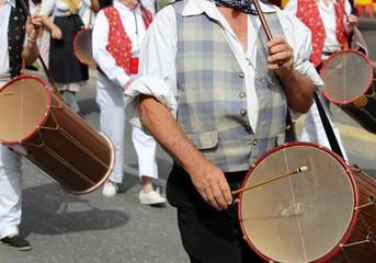 Fifres et tambourins à la cavalcade provençale