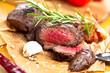 canvas print picture - Saftiges steak fleisch auf dem Tisch