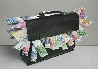 Aktentasche und Geld