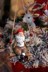 schaukelnder weihnachtsmann