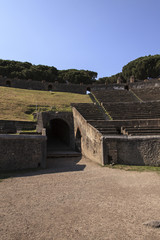 Arena des Amphitheaters in Pompeji - Blick auf den Seitengang