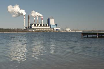 Elektrownia nad jeziorem