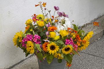 Sommerblumenarrangement