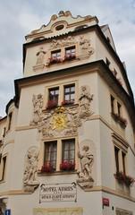 Prag, Gebäude mit Relieffiguren