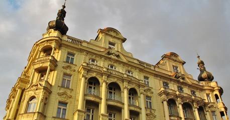 Prag, Gebäude mit Erker und Türmchen