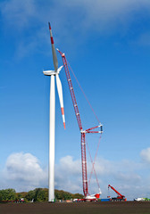 Windenergieanlage im Aufbau