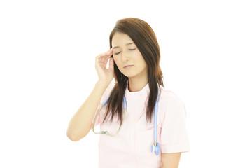 疲れた表情の看護士