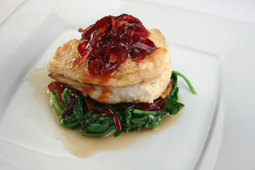 Fish with spinach, red beet and red onion