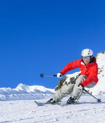 dynamisch skifahren auf der Piste