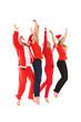 Gruppe von Menschen in Weihnachtskostüm springt in die Luft