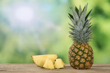 Ananas Frucht im Sommer mit Textfreiraum