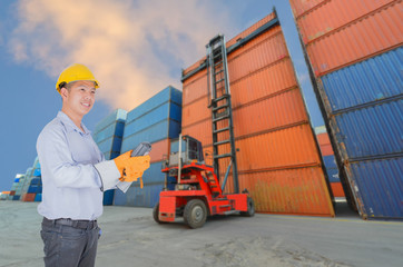 foreman control forklift handling the container