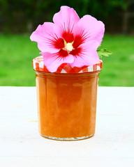 pot de confiture  d'été,abricot,fait maison