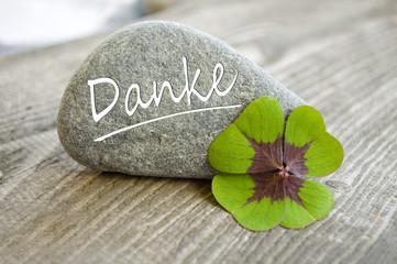 Stein mit Klee und Danke