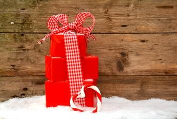 Weihnachtsgeschenke in rot