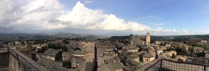 Vista panorámica de Orvieto y el Domo