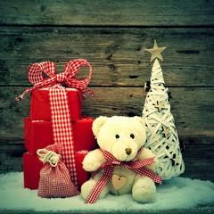 Weihnachtsgeschenke mit Teddybär