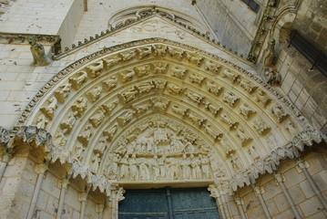 Un des tympans de la cathédrale de Poitiers