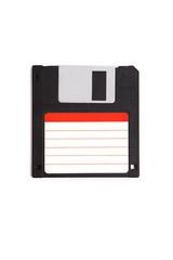 3,5 Zoll Diskette mit weiß rotem Label, weißer Hintergrund
