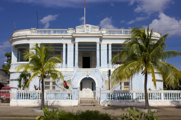 Typical blue colonial house trough palms
