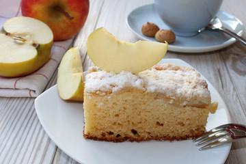 Apfelkuchen und Kaffee
