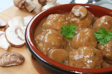 Fleischklößchen mit Pilzsauce - Jägerpfanne