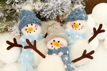 Fröhliche Schneemänner