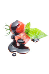 pomodoro e basilico con aceto balsamico