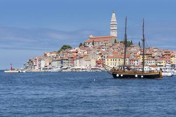 Nave Antica a Nuvole su Rovinj Istria Croazia