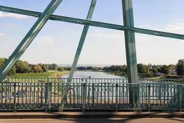 Die Elbe am Blauen Wunder