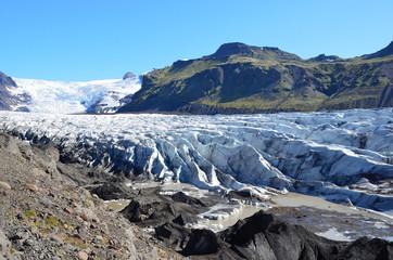 Язык самого большого в Исландии и Европе ледника Ватнаёкутль
