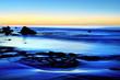 canvas print picture - Dämmerung am ruhigen blauen Meer