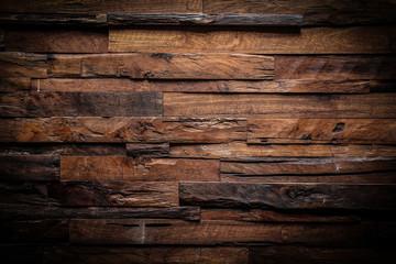 projekt z ciemnym tle drewna