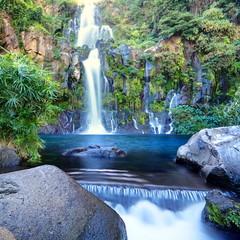 Bassin naturel et cascade, La Réunion.