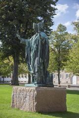 Statue von Bischof Bernward